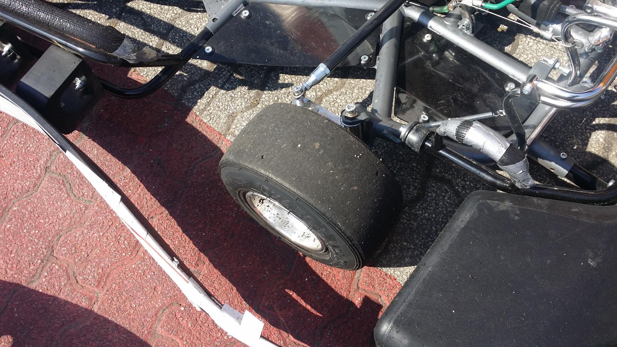 No final os karts e os pneus ficaram assim2