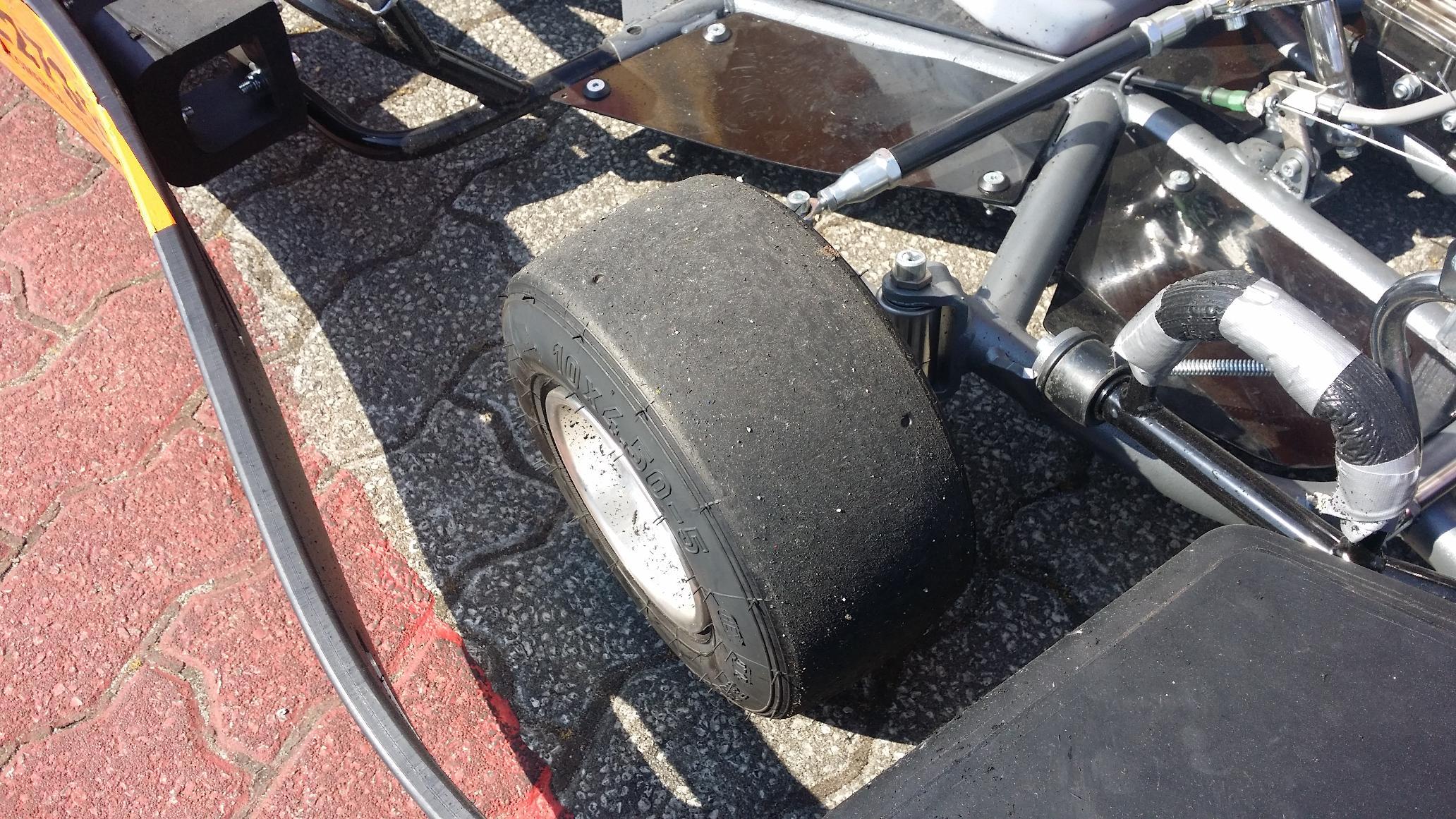 No final os karts e os pneus ficaram assim7